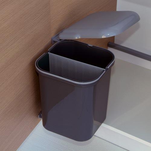 poubelle pivotante 4a7 cuisinesr ngementsbains. Black Bedroom Furniture Sets. Home Design Ideas
