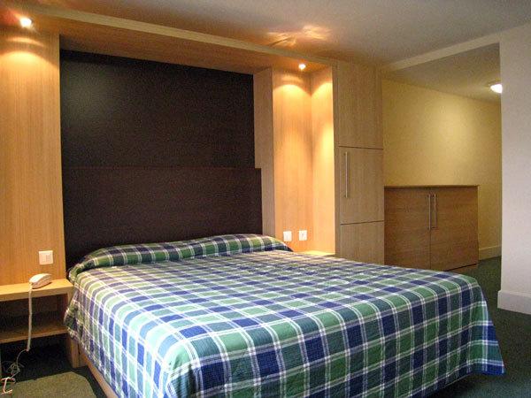 verticale cuisinesr ngementsbains. Black Bedroom Furniture Sets. Home Design Ideas